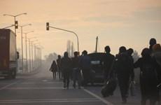"""Người di cư Syria đổ qua biên giới sau khi Thổ Nhĩ Kỳ """"mở cửa"""""""