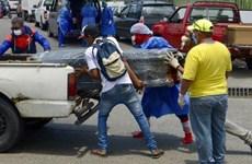 Bi kịch ở Ecuador: Nghĩa trang quá tải, phải dùng quan tài bằng carton
