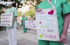 Nhân viên y tế Tây Ban Nha biểu tình vì thiếu đồ bảo hộ chống COVID-19
