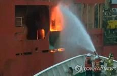 Hàn Quốc: Cháy tàu có 10 người Việt Nam, không ai bị thương nặng