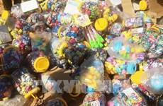 Thu giữ số lượng lớn đồ chơi trẻ em và bánh kẹo không rõ nguồn gốc