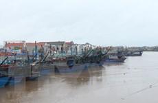 Áp thấp nhiệt đới vào Biển Đông, mưa lớn tiếp tục ở nhiều vùng miền