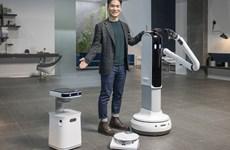 """CES 2021: Robot thành """"người hùng"""" thời đại dịch COVID-19"""