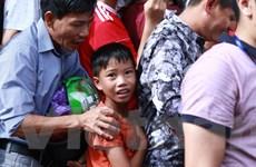 Từ sự cố ở Nam Định: Đưa trẻ tới sân xem bóng đá nguy hiểm cỡ nào?