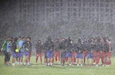 Tuyển Việt Nam liên tục bỏ dở bài tập vì mưa giông tại Hà Nội