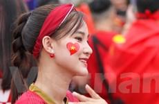 Cổ động viên Việt Nam 'nhuộm đỏ' Thammasat tiếp lửa cho đội tuyển