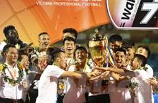 Khoảnh khắc Hà Nội FC nâng cao cúp vô địch V-League lần thứ 5