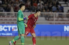 Thủ môn Bùi Tiến Dũng dự bị ở trận U22 Việt Nam-U22 Singapore