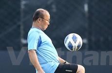 HLV Park thoải mái tâng bóng, tự tin trước cuộc đấu U23 Triều Tiên