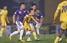 Dịch COVID-19 bùng phát mạnh khiến V-League 2020 phải hoãn vô thời hạn