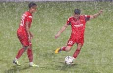 Tuyển thủ U22 VN đội mưa lớn tập luyện, quyết ghi điểm với thầy Park