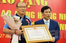Khoảnh khắc HLV Park Hang-seo nhận Huân chương Lao động hạng Nhì