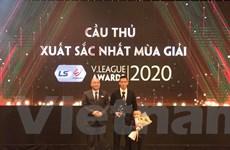 V-League 2020: Tiền đạo Văn Quyết giành giải Cầu thủ xuất sắc nhất