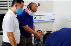 HLV Park Hang-seo rơi nước mắt nhìn Hùng Dũng đau đớn tại bệnh viện