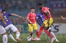 Hà Nội FC bất ngờ 'ngã ngựa,' tụt lại trong cuộc đua với HAGL
