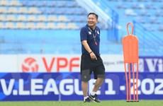 Tân HLV Hà Nội FC mong cầu thủ đoàn kết để bám đuổi HAGL ở V-League