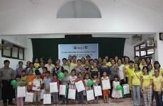Công ty bảo hiểm VCLI tặng quà cho hai làng trẻ em SOS