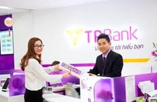 Nhiều khách nữ được nhận quà khi đến giao dịch tại TPBank