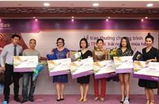 TPBank trao thưởng khách hàng may mắn trúng du lịch nước ngoài