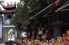 Đổi tiền mới lì xì, đi lễ chùa ngày Tết: Kẻ khóc – người cười