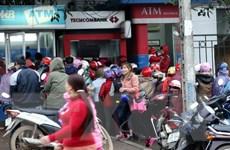 """Các ngân hàng """"gồng mình"""" đối phó với tình trạng nghẽn ATM trước Tết"""