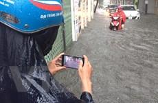 Mưa lớn gây ngập nhiều tuyến đường ở thành phố Hà Nội