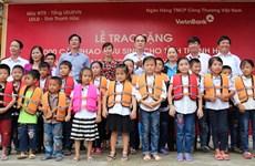 VietinBank tặng 1.000 cặp phao cứu sinh cho học sinh Thanh Hóa