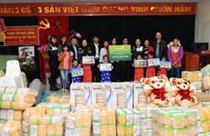 Vietcombank tặng quà Trung tâm nuôi dưỡng người già và trẻ tàn tật