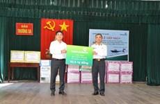 Vietcombank trao tặng 3 xuồng CQ cho chiến sỹ hải quân Trường Sa
