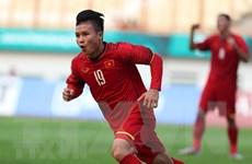 Tuyển thủ Quang Hải tham gia lễ đón cúp Ngoại hạng Anh tại Hà Nội