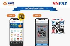 Thanh toán qua mã QR trên ứng dụng Ví Việt khi đi mua sắm