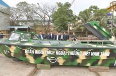 Ngân hàng Vietcombank bàn giao 3 xuồng CQ-01 tặng bộ đội Trường Sa