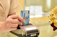 Giảm phí thẻ quốc tế sẽ thúc đẩy thanh toán không dùng tiền mặt