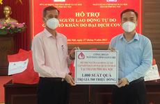 Tặng 1.000 suất quà cho lao động tự do gặp khó khăn do dịch COVID-19