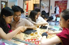 Giá vàng tăng mạnh tới 300.000 đồng mỗi lượng theo thế giới
