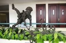 """TP.HCM: Điêu khắc """"thua"""" một cơn mưa"""