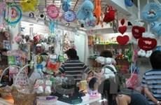 Nhộn nhịp thị trường quà tặng ngày Lễ tình yêu
