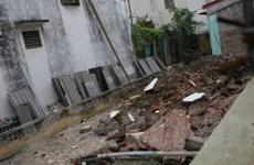 Sập đổ tường nhà, 6 người chết và bị thương