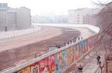 Phục chế bích họa trên Bức tường Berlin