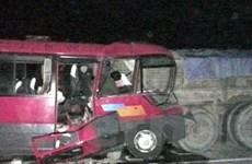 Xe khách húc đuôi xe tải, 4 người chết