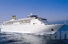 Tàu 5 sao đưa 1.600 khách đến Hạ Long