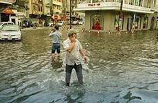 Hà Nội lại ngập nặng do mưa lớn đầu mùa
