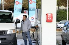 Giá dầu giảm trước phiên họp của OPEC