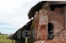 Hà Nội: Đình chỉ 33 lò gạch để cứu lúa, cứu đê