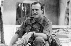 Phóng viên chiến trường Peter Arnett trở lại VN