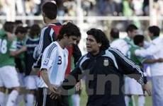 "Maradona ""muối mặt"" sau trận thảm bại trước Bolivia"
