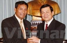 Đoàn Mặt trận Lào xây dựng đất nước thăm VN