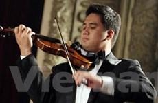 Nghệ sĩ Bùi Công Duy độc tấu violin tại Hà Nội