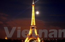 """Eiffel triển lãm ảnh nhân """"sinh nhật"""" thứ 120"""