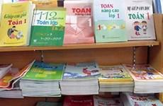 """""""Loạn"""" giá sách giáo khoa, sách bổ trợ"""